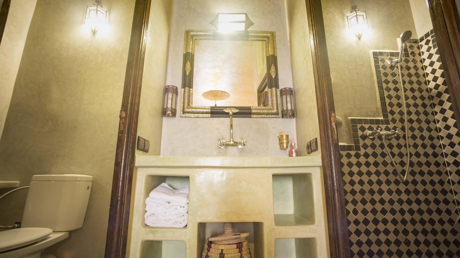 Accommodations Ouarzazate Quadruple Room bathroom