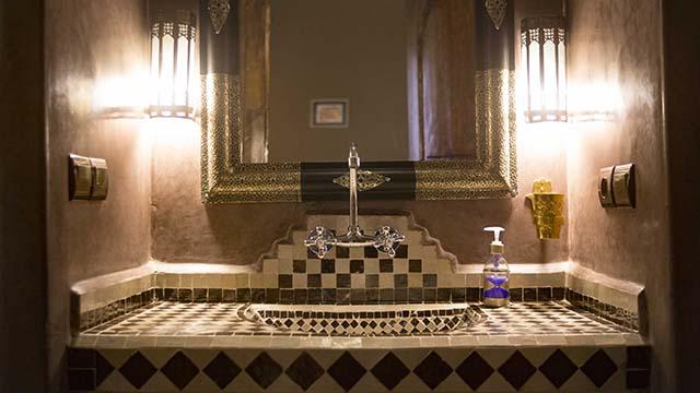 Accommodations Tanger Room bathrrom