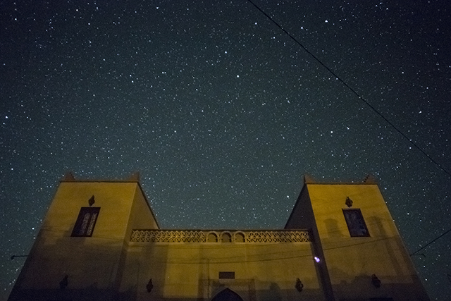 Riad Dar Hassan front view in a starry night - photo by Ezyê Moleda